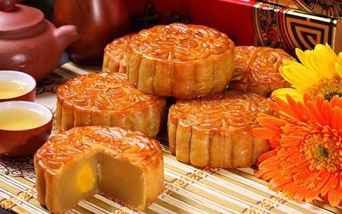Sự đặc biệt trong những chiếc bánh trung thu ngon và đẹp (2)
